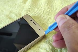 Как снять защитное стекло со смартфона: пошаговая инструкция
