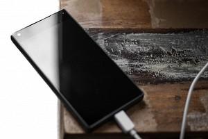 Заряжающийся у изголовья кровати смартфон убил подростка