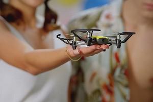 5 недорогих дронов с камерой, которые можно запускать дома