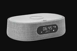 В Россию прибыла новая акустическая система с голосовым управлением и беспроводной зарядкой для смартфонов от Harman Kardon