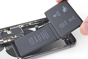 Как заменить аккумулятор на iPhone Xs: три варианта действий