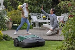 Роботы-газонокосилки научились распознавать людей
