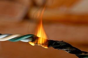 5 главных причин возгорания электропроводки: чего опасаться, как устранить