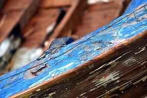 Как быстро удалить краску с металла и дерева: 5 эффективных способов
