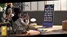 Samsung привезла в Россию телевизор, который умеет автоматически переворачиваться при просмотре вертикального видео