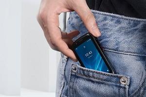 Анонсирован смартфон размером с банковскую карту