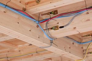 Проводка в деревянном доме: как избежать пожара