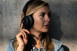 Шведский бренд Jays представил крутые наушники и еще пару интересных новинок