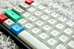 Как появилась раскладка клавиатуры Qwerty и почему она не соответствует алфавиту?