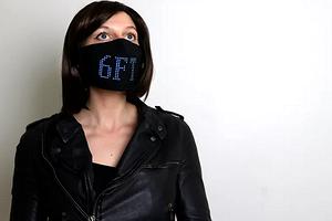 Пандемия на стиле: представлена маска со встроенным программируемым LED-экраном