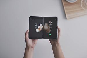 Microsoft официально анонсировала складной смартфон-книжку Surface Duo