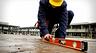 Как проверить ручной строительный уровень