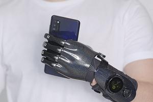 Умные российские протезы будут управляться с помощью смарт-часов Samsung Galaxy Watch