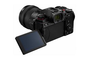 Panasonic презентовала полнокадровую беззеркальную камеру Lumix DC-S5