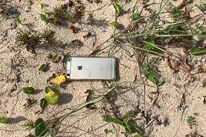 iPhone выпал из самолёта, но отделался лишь парой царапин