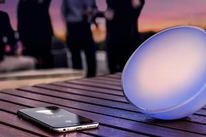 Обзор светильника Philips Hue Go: создает атмосферу