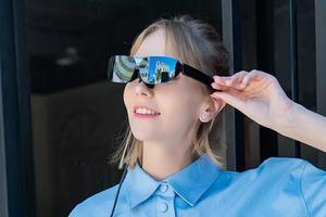 140-дюймовый экран, который всегда с тобой: TCL представила умные очки Nxtwear G