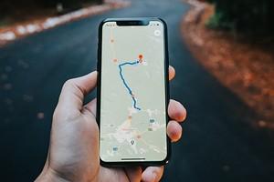 Как изменить голос в навигаторах Яндекс и Google