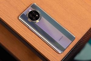 Honor готовит смартфон с действительно огромным экраном