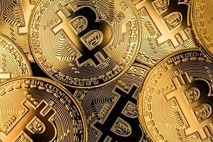 Криптовалюты вновь лихорадит — Bitcoin и Ethereum падают, а Dogecoin опустилась на 10 место по капитализации