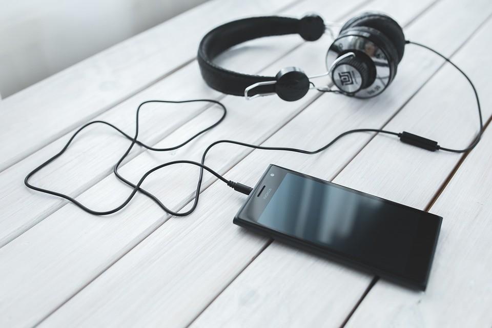 Как выбрать наушники для телефона: на какие функции стоит обратить внимание
